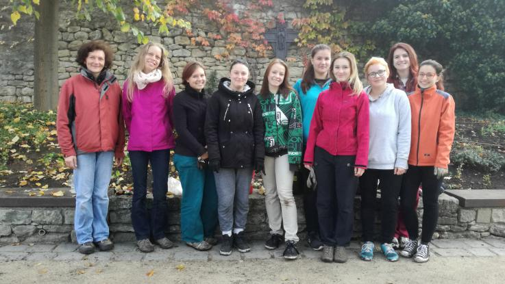 Studenti obnovují Klášterní zahrady v Litomyšli