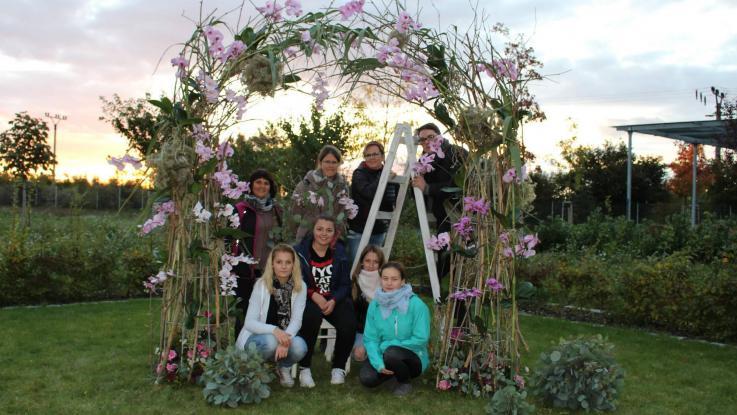 Studentky tvoří svatební floristiku s mistry ČR